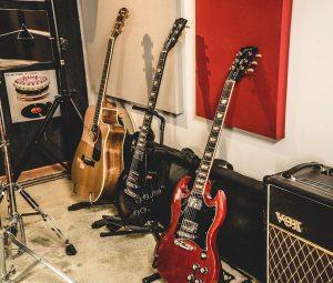 Envolvente Estudio - Guitarras Gibson Fender y Amplificador VOX
